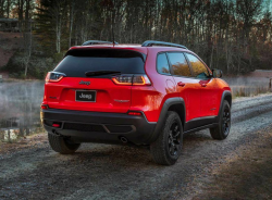Chrysler Recalls 2019 Jeep Cherokee Over Stalling Issue