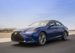 Lexus Knee Airbag Recall Ordered For 2019 ES Cars