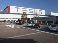 Tesla Engineer Sues Automaker, Gets Fired