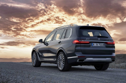 BMW Recalls X7s For Head Airbag Problems