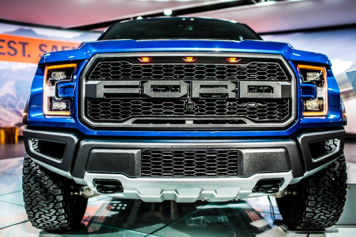 cdn carcomplaints com/news/images/ford-raptor-seat