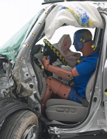 Two Midsize SUVs Do Well in Small Overlap Crash Test