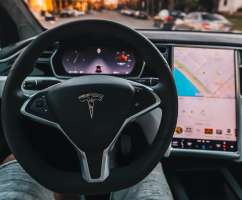 Tesla Touchscreen Failures: 7,777 Warranty Claims